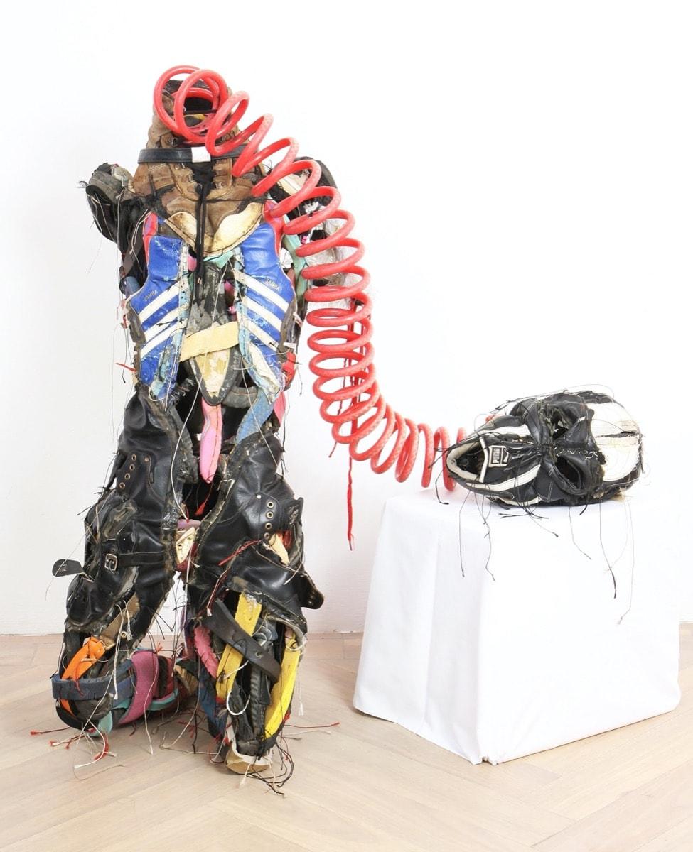 Sculptor Tawanda Takura